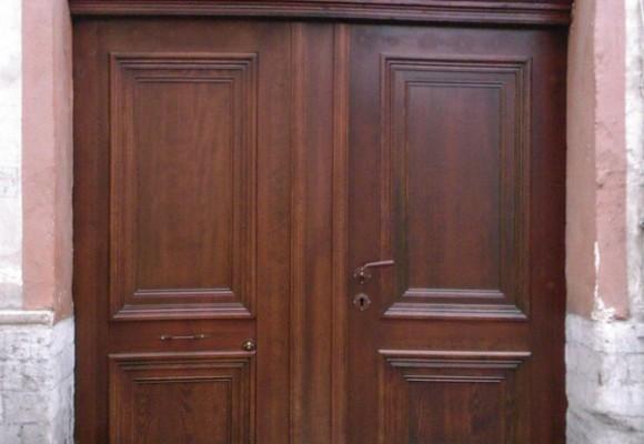 dzwi z drewna